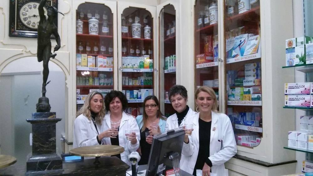 inaugurazione farmacia san jacopo lo staff