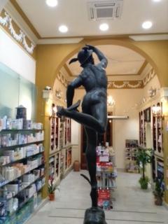 statua ippocrate farmacia san jacopo livorno